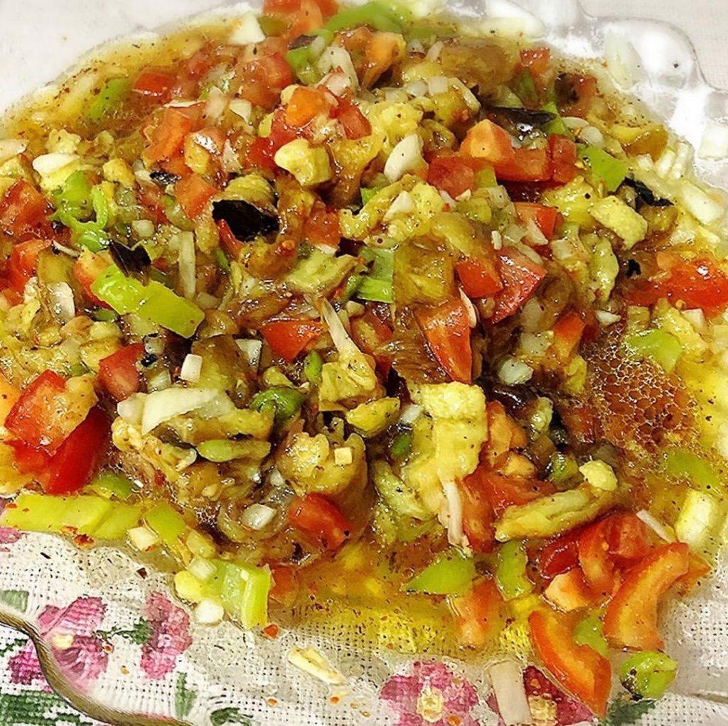 Köz kokusuyla patlıcan salatası 1