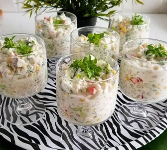 Yogurtlu buğday salatası