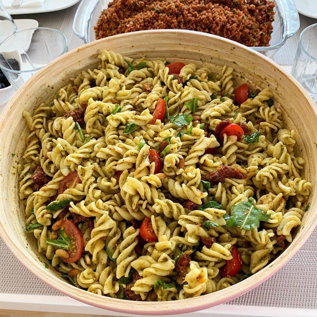 Pesto Soslu Makarna Salatası 2