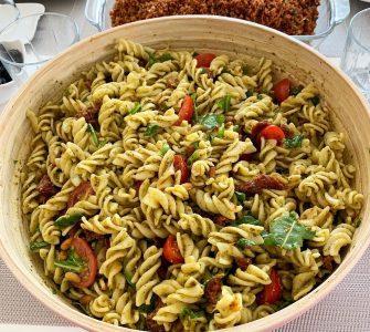 Pesto Soslu Makarna Salatası 1