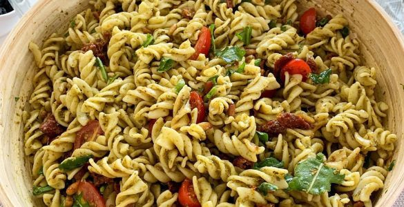 Pesto Soslu Makarna Salatası 3