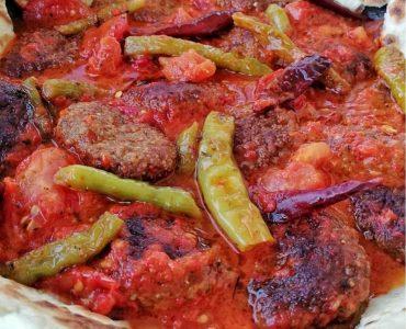 tavada-domatesli-biberli-kofte