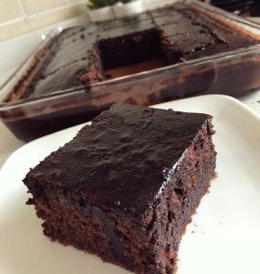 bol soslu ıslak kek