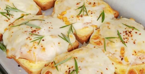 Yoğurtlu Kaşarlı Ekmekler
