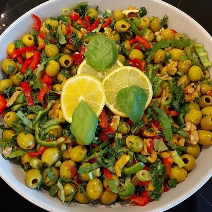 Kahvaltılık Yeşil Zeytin Salatası