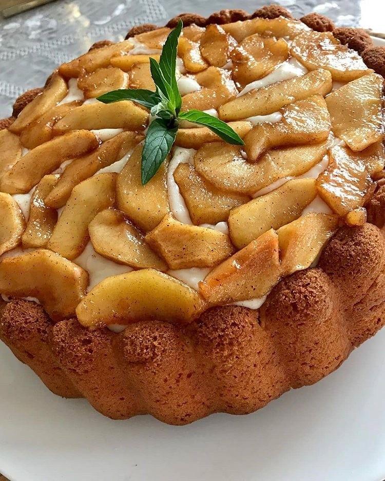 Karamelize Elmalı Kremalı Kek