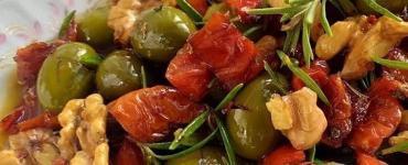 kuru domatesli zeytin salatası