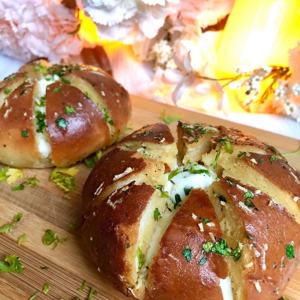 Krem Peynirli Sarımsaklı Ekmek