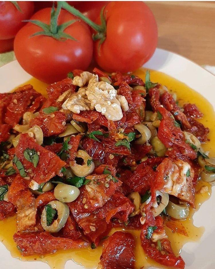 Domates Kurusu Salatası