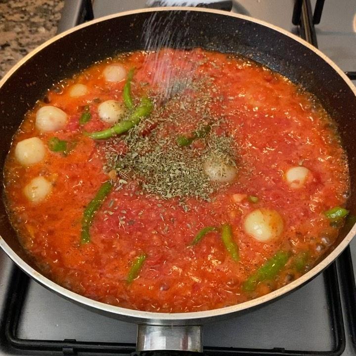 Fırında Domatesli Tavuk Yemeği